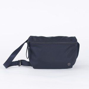 Lululemon Go Lightly Belt Bag - Midnight Navy
